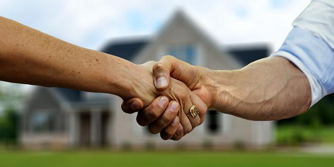Passer par un courtier immobilier : avantages, inconvénients ?