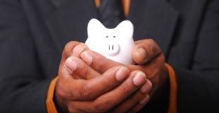Lors d'un changement de banque, faut-il regrouper tous ses crédits en cours ?